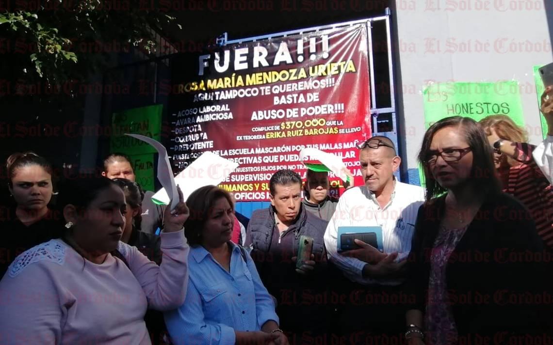Padres de familia exigen destitución de directora de la Úrsulo Galván - El Sol de Córdoba