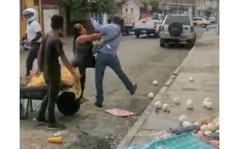 Inspectores agreden a vendedores en Córdoba y son grabados en pleno acto de violencia