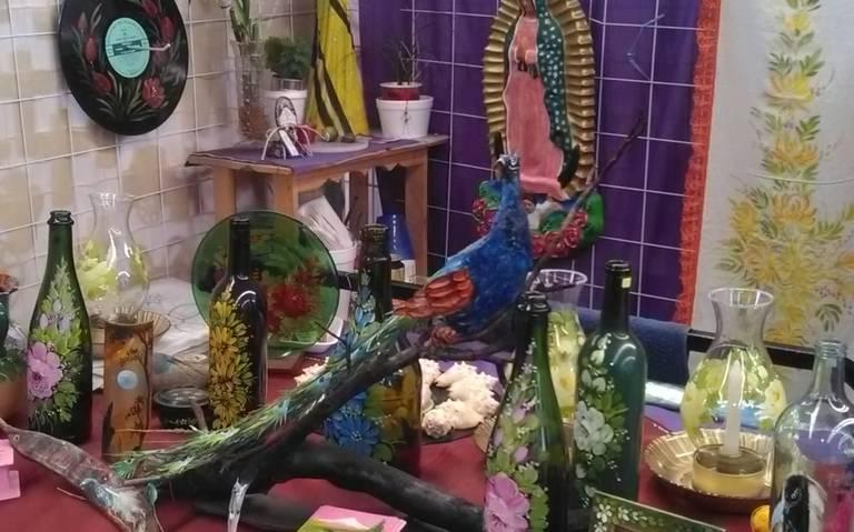 Artesanos Venden Sus Obras En El Mercado De Artesanías El
